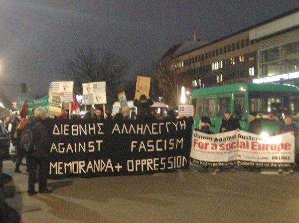 Em Berlim também há manifestação solidária com o governo grego.