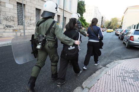 Polícia acabou com a ocupação pacífica de um edifício da Universidade de Atenas