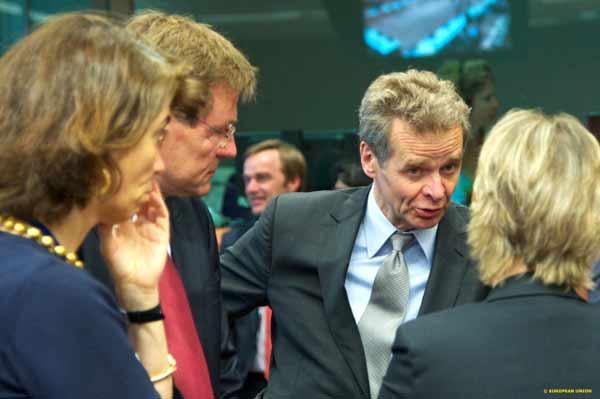 Poul Thomsen e Maria Luís Albuquerque na reunião de 27 de junho do Eurogrupo. Foto União Europeia ©