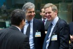 Poul Thomsen (à direita) com Vítor gaspar (de costas). Foto Conselho de Ministros da Zona Euro