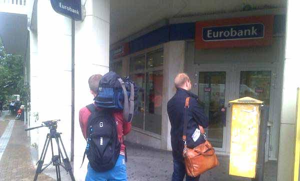 "Jornalistas tentam descobrir ""corrida aos bancos"" na Grécia"