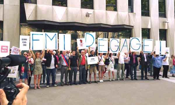 Ação de protesto em frente à sede do FMI em Paris - 26 junho 2015.