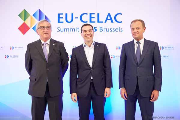 Juncker, Tsipras e Tusk na cimeira UE/CELAC de Bruxelas. Foto União Europeia ©