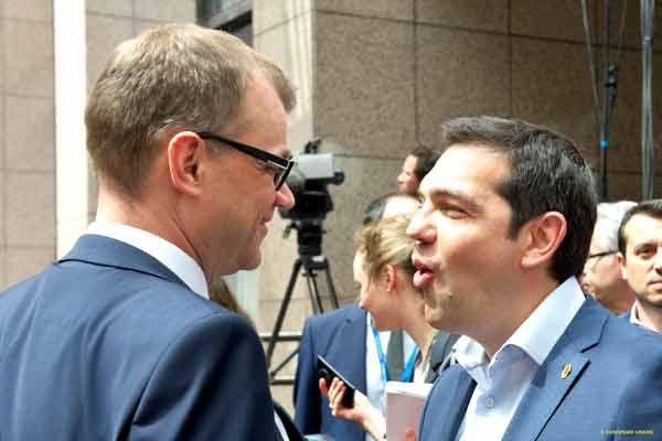 Juha Sipila (PM finlandês) e Alexis Tsipras na cimeira de 26 de junho. Foto União Europeia ©