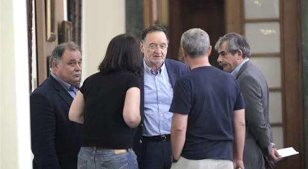 Lafazanis com outros membros da Plataforma de Esquerda no parlamento.