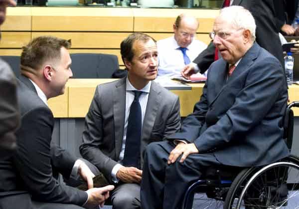 O ministro eslovaco Peter Kazimir, o holandês Eri Wiebes e Wolfgang Schäuble. Foto União Europeia ©