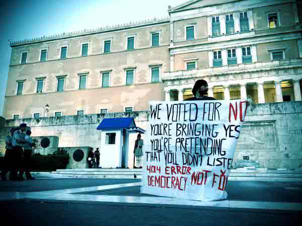Manifestação em frente ao parlamento. Foto Derek Gatopoulos/Twitter