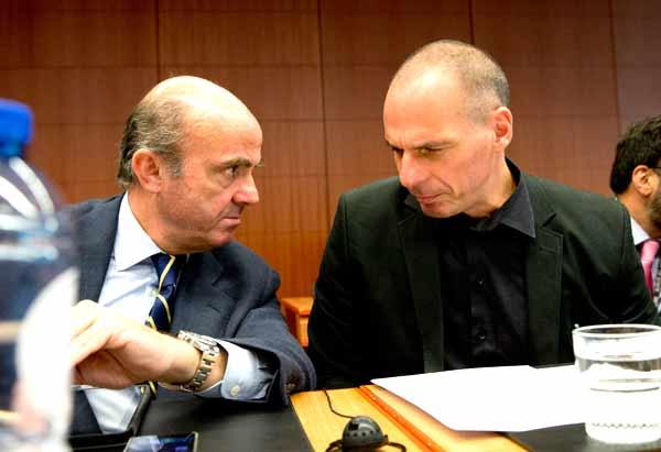 Luis de Guindos e Yanis Varoufakis. Foto União Europeia ©