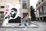 Mural dedicado a Pavlos Fyssas, o rapper assassinado por um membro da Aurora Dourada a 18 de setembro de 2013. Foto retirada de Golden Dawn Watch