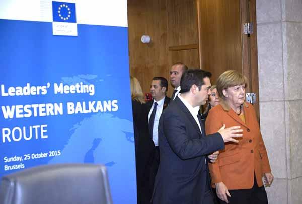 Tsipras e Merkel na cimeira europeia sobre regugiados de 25 de outubro de 2015. Foto União Europeia ©