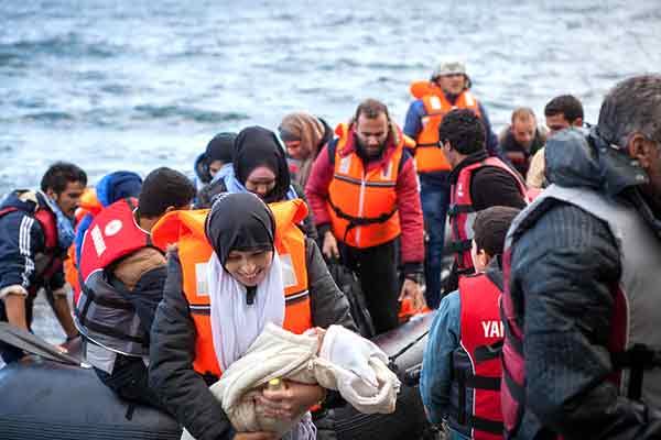 Refugiados chegam à ilha de Lesbos. Foto Ben White/ CAFOD,