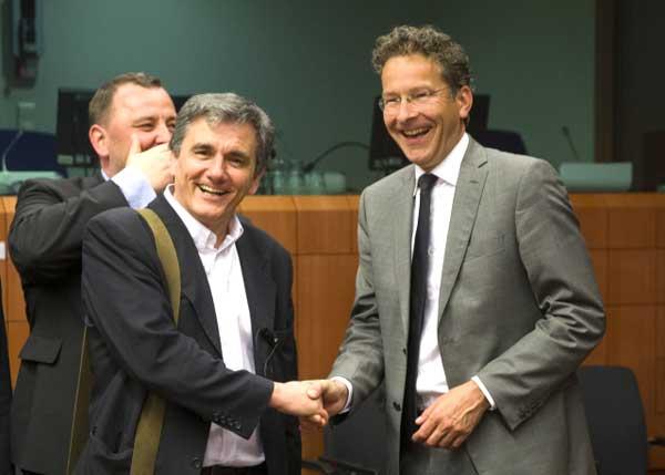 Tsakalotos e Dijsselbloem no Eurogrupo. Foto União Europeia ©