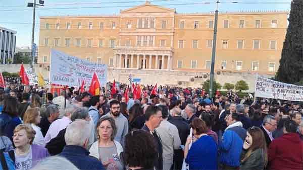 Manifestação de dia 8 de maio em Atenas