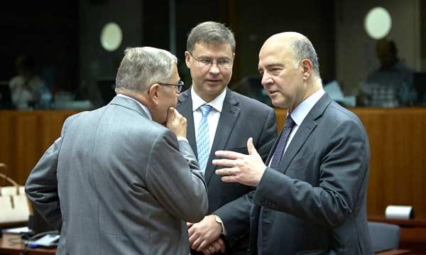 Klaus Reglink, Valdis Dombrovskis e Pierre Moscovici.